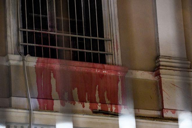Η ομάδα που πέταξε μπογιές στο προαύλιο της ιταλικής πρεσβείας αποτελούνταν από 16 άτομα