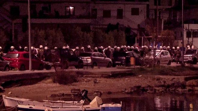 Επεισόδια στη Χίο μεταξύ αστυνομίας και κατοίκων στο λιμάνι των Μεστών
