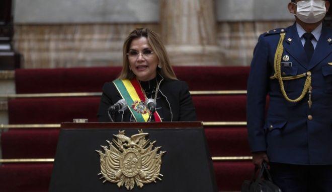 Η μεταβατική πρόεδρος της Βολιβίας. Τζανίνε Άνιες