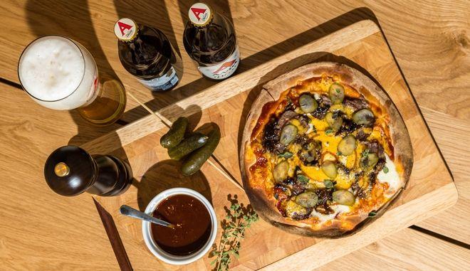 Γρήγορη πίτσα με bbq sauce που θα ικανοποιήσει και τους πιο απαιτητικούς ουρανίσκους