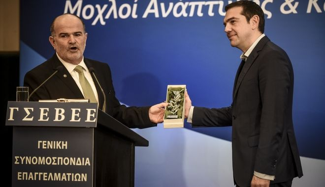 """Ο πρωθυπουργός, Αλέξης Τσίπρας, και ο πρόεδρος της ΓΣΕΒΕΕ Γιώργος Καββαθάς στην 2η συνάντηση των Αθηνών για τις Ευρωπαϊκές ΜμΕ με θέμα """"Μικρομεσαίες επιχειρήσεις και Οικονομική Δημοκρατία: μοχλοί ανάπτυξης και καινοτομίας"""", την Πέμπτη 8 Μαρτίου 2018. (EUROKINISSI/ΤΑΤΙΑΝΑ ΜΠΟΛΑΡΗ)"""