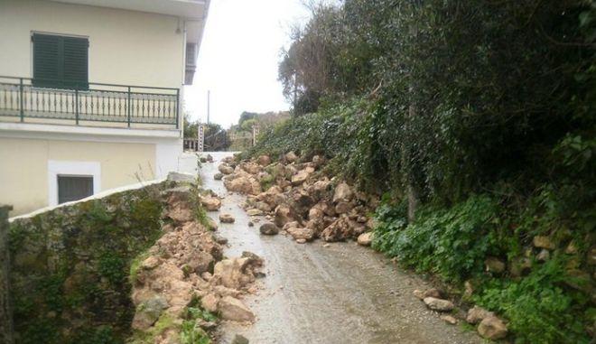 Εκκενώνεται οικισμός στην Κεφαλλονιά - Ακατάλληλο το λιμάνι του Αργοστολίου