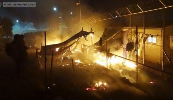Επεισόδια στη Μόρια: Φωτιές μέσα στον καταυλισμό