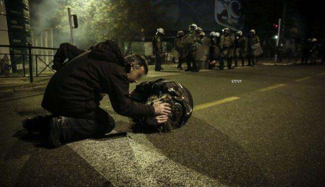 Ένταση μεταξύ διαδηλωτών και αστυνομικών των ΜΑΤ στην Λεωφόρο Αλεξάνδρας