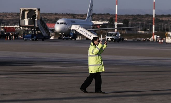 Arrival of the President of Palestine Mahmoud Abbas, at the Athens International Airport `Eleftherios Venizelos`, on Dec. 20, 2015 /      Mahmoud Abbas,   ,  20 , 2015
