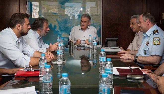 Συνάντηση Τόσκα με τους Δημάρχους Χαϊδαρίου και Πετρούπολης