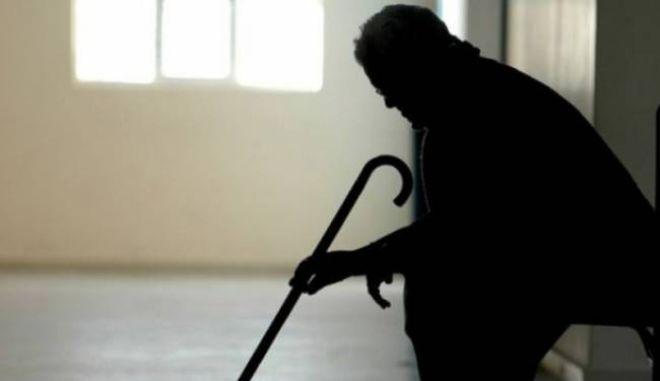 """Αδειάζουν τα γηροκομεία λόγω κρίσης. Στυλοβάτης της οικογένειας η """"σύνταξη της γιαγιάς""""..."""