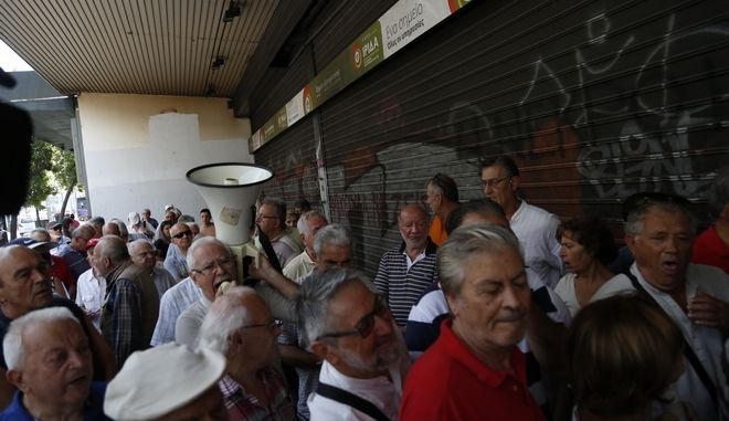 Συγκέντρωση διαμαρτυρίας συνταξιούχων για τις περικοπές στις επικουρικές τους συντάξεις, έξω από το υπουργείο Εργασίας την Τρίτη 6 Σεπτεμβρίου 2016.