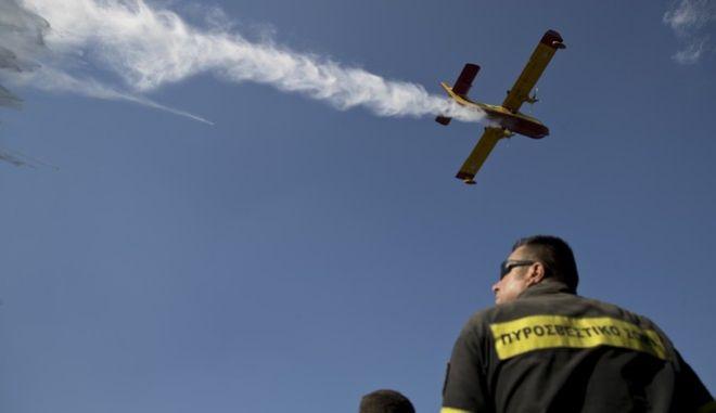 Φωτό αρχείου: Στιγμιότυπο από κατάσβεση πυρκαγιάς στην Αττική