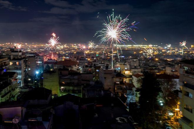 Υποδοχή του 2021 με πυροτεχνήματα στη Θεσσαλονίκη