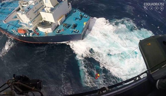 Minerva Gloria: Η δραματική διάσωση του Έλληνα καπετάνιου στον Ατλαντικό