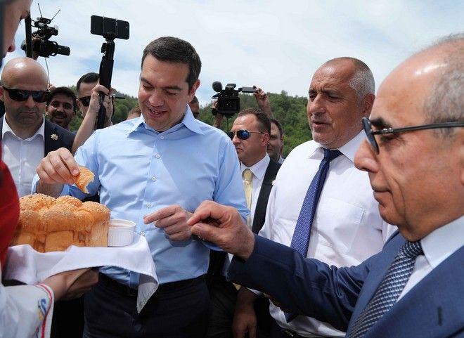 H βόλτα Τσίπρα με το τζιπ του Μπορίσοφ και οδηγό τον Βούλγαρο πρωθυπουργό