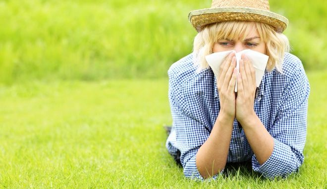 A picture of a woman with tissue allergic to grass