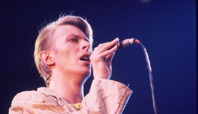 Ο Ντέιβιντ Μπάουι σε συναυλία του στη Νέα Υόρκη το 1978