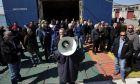 Ναυτεργάτες, πραματοποιούν πορεία διαμαρτυρίας προς το υπ. Ναυτιλίας την Δευτέρα 31 Μαρτίου 2014, στο πλαίσο της 48ωρης απεργίας.  Η Πανελλήνια Ναυτική Ομοσπονδίας (ΠΝΟ) καταγγέλλει ότι το πολυνομοσχέδιο έφερε εν κρυπτώ νέες ρυθμίσεις σε βάρος των ναυτεργατών και κατηγορεί την κυβέρνηση για ανάλγητη και καταδιωκτική συμπεριφορά εναντίον τους. (EUROKINISSI/ΑΛΕΞΑΝΔΡΟΣ ΖΩΝΤΑΝΟΣ)