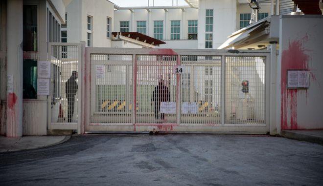 Επίθεση με μπογιές στο σπίτι του πρέσβη πίσω από την Αμερικάνική πρεσβεία στην Αθήνα