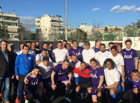 Φωτογραφία των ομάδων ποδοσφαίρου της ΝΔ και της Συνομοσπονδίας Ελλήνων Ρομά f8950183396