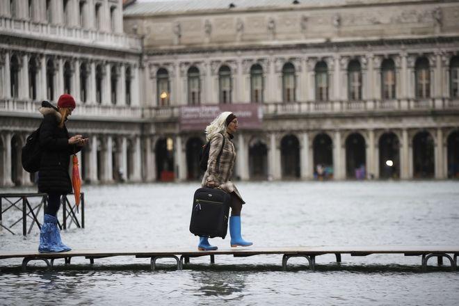 "v1 - Βενετία: Εικόνες αποκάλυψης - ""Θάλασσα"" έγινε η πλατεία του Αγίου Μάρκου"
