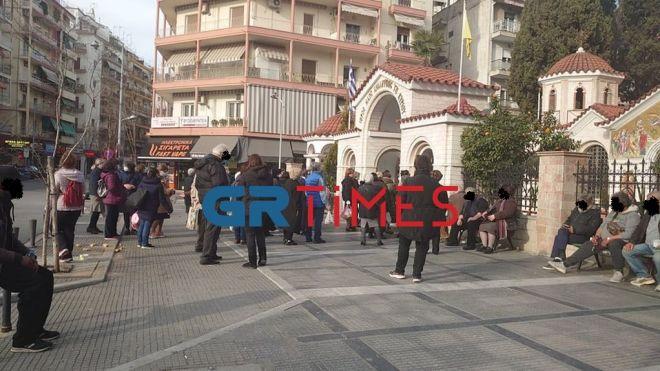 Θεσσαλονίκη: Συνωστισμός έξω από Ναό, λόγω Ψυχοσάββατου