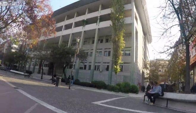 Επίθεση μελών του Ρουβίκωνα στο Δικαστικό Μέγαρο Λάρισας