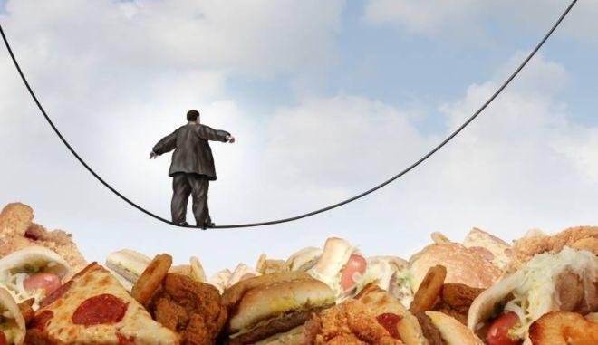 Υπέρβαροι, παραπάνω από τους μισούς, οι Έλληνες άνω των 15