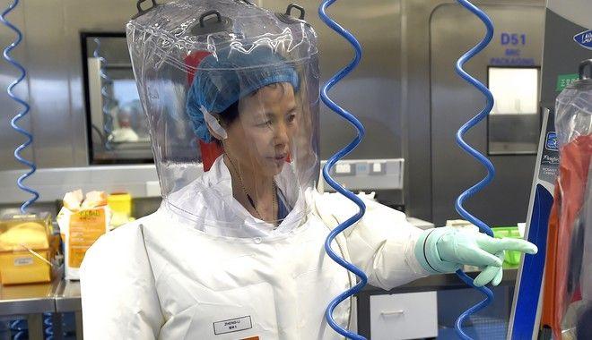 H Shi Zhengli, το Μάιο του 2020 στο Wuhan Institute of Virology.