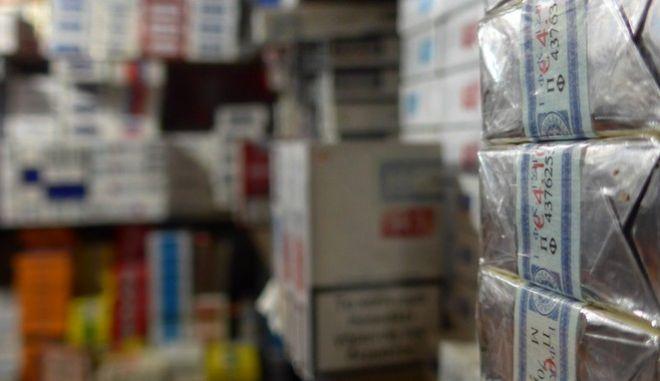 Στα 600 εκατ. ευρώ οι απώλειες φόρων από το λαθρεμπόριο τσιγάρων