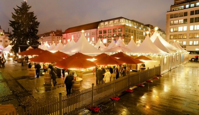 The Christmas market at the Gendarmen Markt square is illuminated with hundreds of lights in Berlin, Monday, Nov. 27, 2017. (AP Photo/Markus Schreiber)