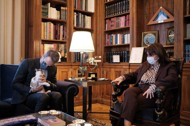 Συνάντηση της Προέδρου της Δημοκρατίας Κατερίνας Σακελλαροπούλου με τον Πρωθυπουργό Κυριάκο Μητσοτάκη την Δευτέρα 21 Δεκεμβρίου 2020.  (EUROKINISSI/ΓΡΑΦΕΙΟ ΤΥΠΟΥ ΠΡΩΘΥΠΟΥΡΓΟΥ/ΔΗΜΗΤΡΗΣ ΠΑΠΑΜΗΤΣΟΣ)