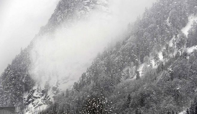 An avalance is seen after a controlled detonation in the near of Saalfelden, in the Austrian province of Salzburg, Friday Feb. 27, 2009. Austria was hit by heavy snowfalls in the past days causing high levels of avalance danger. (AP Photo/ Kerstin Joensson)