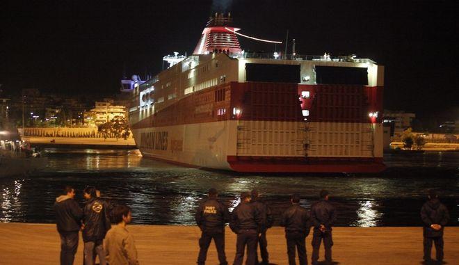 Το Κνωσός Παλάς στο λιμάνι του Πειραιά, Αρχείο