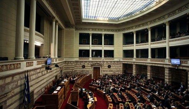 Και πολλοί είναι. Ένας στους δύο Έλληνες εμπιστεύεται το πολιτικό σύστημα της χώρας