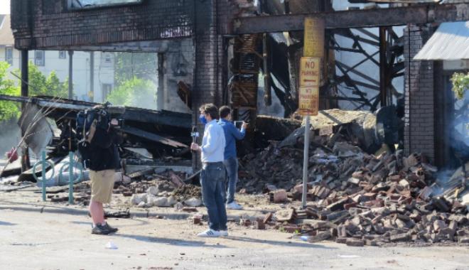 Δημοσιογράφοι στην κατεστραμμένη Μινεάπολη