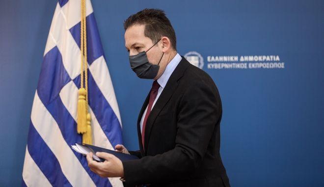 O κυβερνητικός εκπρόσωπος Στέλιος Πέτσας