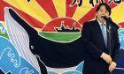 O υπουργός Παιδείας Γιοσιμάσα Χαγιάσι επισκέφθηκε ένα στούντιο για γιόγκα, στην ακριβή συνοικία Εμπίσου στο Τόκιο