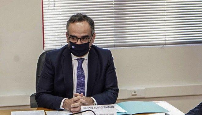 Ο αναπληρωτής υπουργός Υγείας Βασίλης Κοντοζαμάνης, κατά την επίσκεψή του στο Ηράκλειο Κρήτης