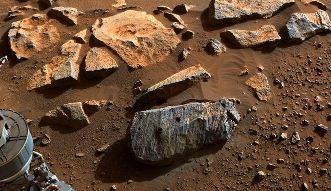 NASA: Ύπαρξη νερού στον Άρη για πολύ καιρό δείχνουν τα πρώτα πέτρινα δείγματα