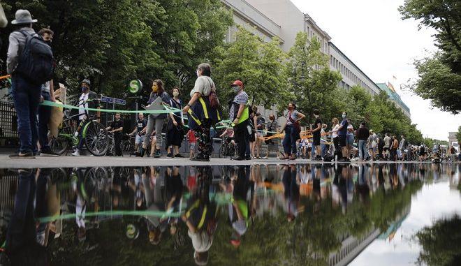 Ανθρώπινη αλυσίδα κατά του ρατσισμού και για περισσότερη ισότητα στο Βερολίνο