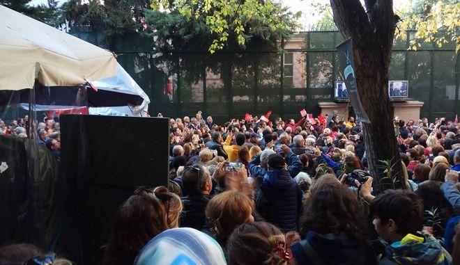 Θεσσαλονίκη: Κοσμοσυρροή στο τούρκικο προξενείο για την επέτειο θανάτου του Κεμάλ Ατατούρκ