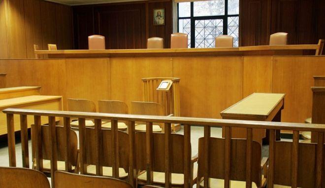 Αίθουσα στα δικαστήρια της Ευελπίδων, Πέμπτη, 7 Ιανουαρίου 2010.
