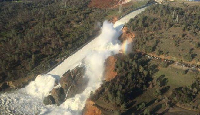 Καλιφόρνια: Μαζική εκκένωση περιοχών υπό τον φόβο υπερχείλισης φράγματος