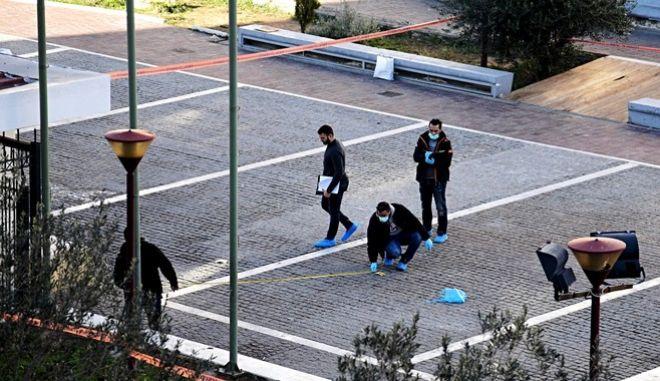 Ισοβίτης για φόνο υπαλλήλου σε φούρνο και δραπέτης ο δράστης στην Πλ. Θεάτρου