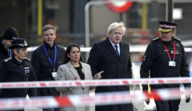 Ο Μπόρις Τζόνσον στο σημείο της επίθεσης στο Λονδίνο.