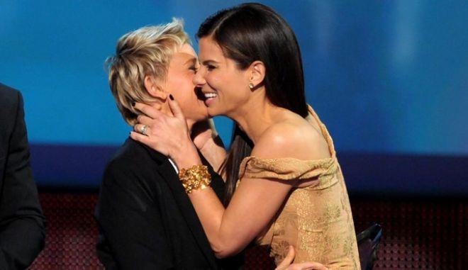 Ellen DeGeneres και Sandra Bullok ενώνουν τις δυνάμεις τους ενάντια σε ψευδείς ισχυρισμούς
