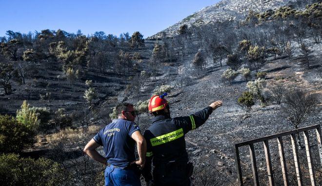 Πυρκαγιά στον Υμηττό που ξεκίνησε την νύχτα από την περιοχή της Παιανίας