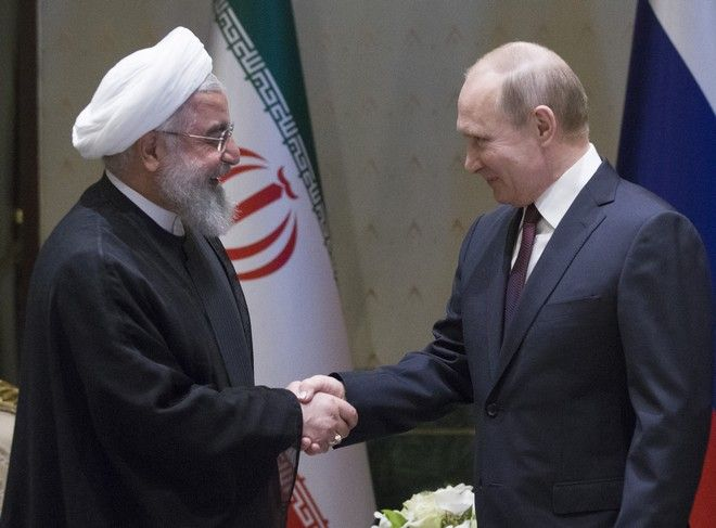 Ο Ρώσος πρόεδρος Βλαντιμίρ Πούτιν και ο Ιρανός ομόλογός του Χασάν Ροχανί