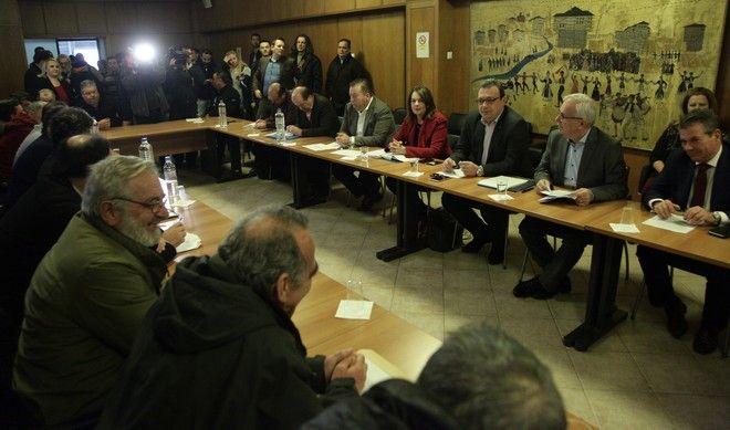 ΑΘΗΝΑ-Η πρώτη συνάντηση μεταξύ αγροτών που βρίσκονται αυτή την περίοδο σε κινητοποιήσεις και κυβέρνησης, στο υπουργείο Αγροτικής Ανάπτυξης. Μέλη της Πανελλαδικής Συντονιστικής Επιτροπής των Μπλόκων,  συναντήθηκαν με τον υπουργό Αγροτικής Ανάπτυξης Βαγγέλη Αποστόλου ,τον υφυπουργό Εργασίας, Τάσο Πετρόπουλο και τον αναπληρωτή υπουργό Περιβάλλοντος και Ενέργειας, Σωκράτη Φάμελλο.(Eurokinissi-ΠΑΝΑΓΟΠΟΥΛΟΣ ΓΙΑΝΝΗΣ)