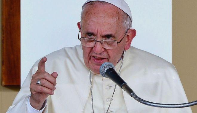 Πάπας Φραγκίσκος: Όποιος αφαιρεί εργασία από ανθρώπους, αμαρτάνει