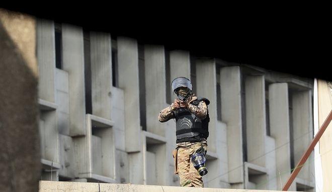Στρατιώτης με όπλο (φωτογραφία αρχείου)
