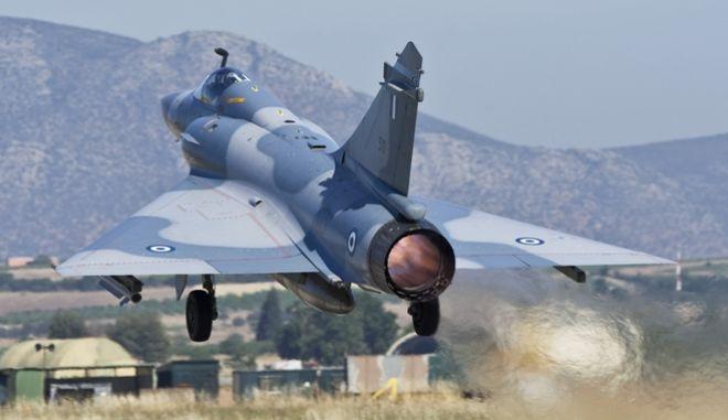 Απογείωση αεροσκάφους Mirage 2000 της Πολεμικής Αεροπορίας